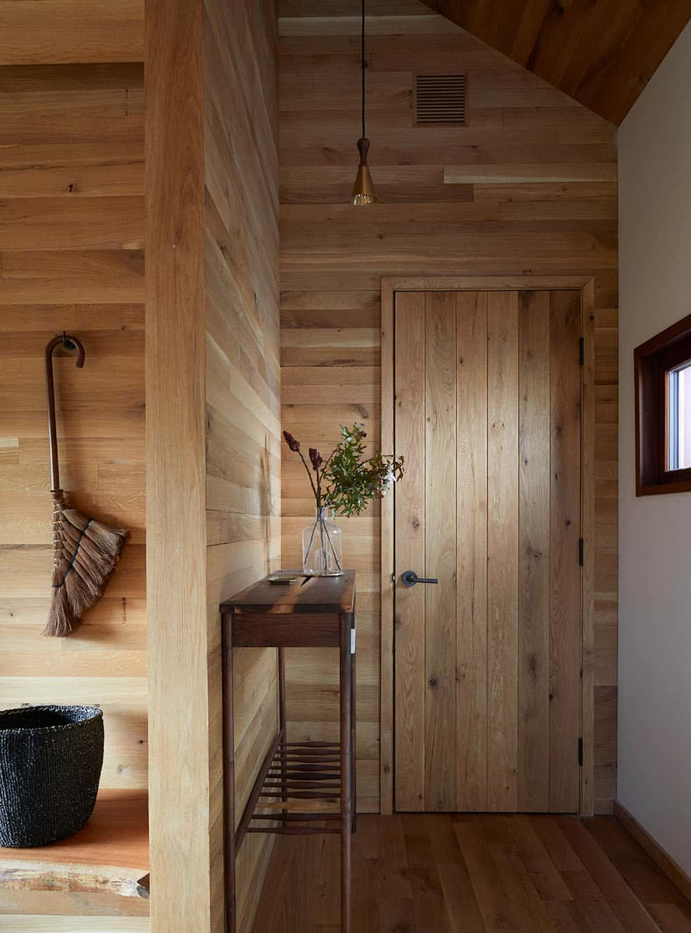 scandinavian-style-home-entry
