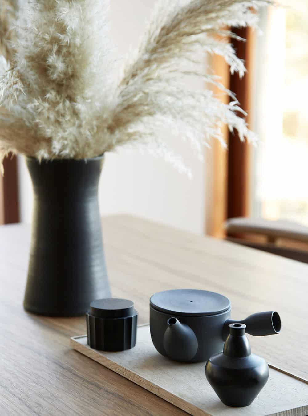 scandinavian-mid-century-dining-room-table-decor