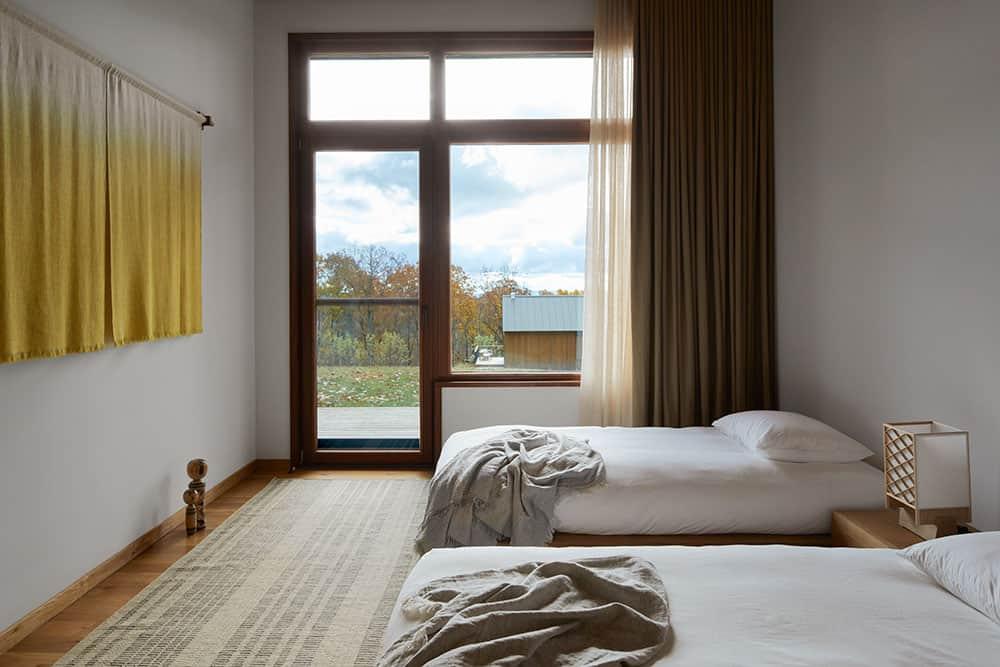scandinavian-guest-home-bedroom