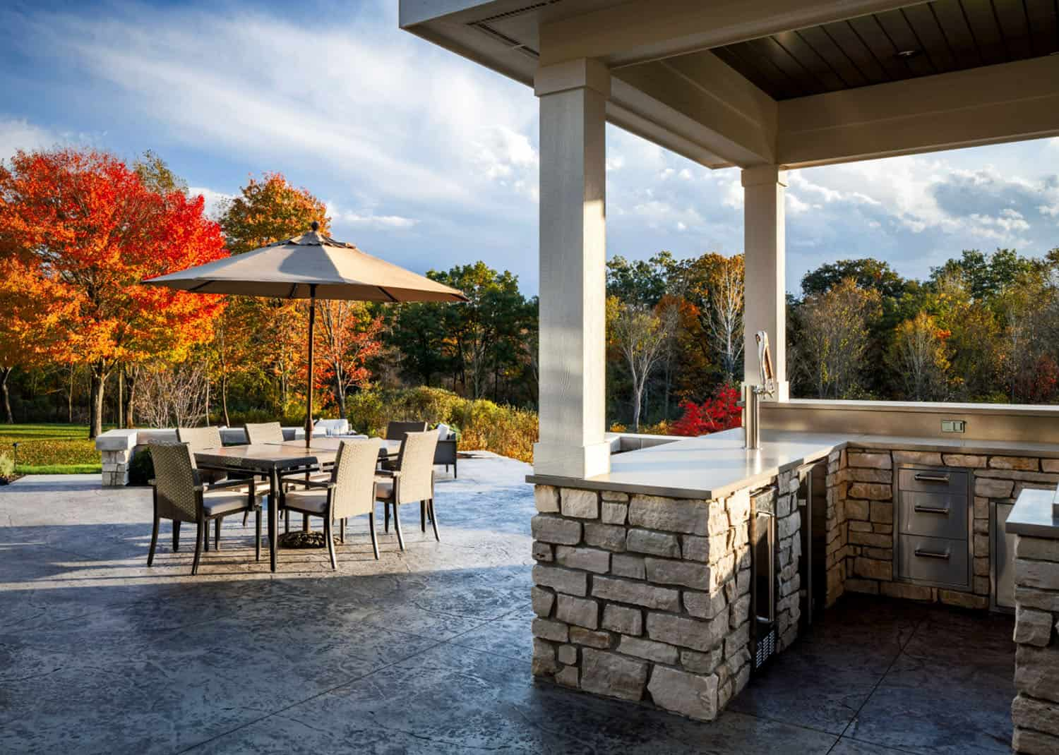 transitional-home-patio