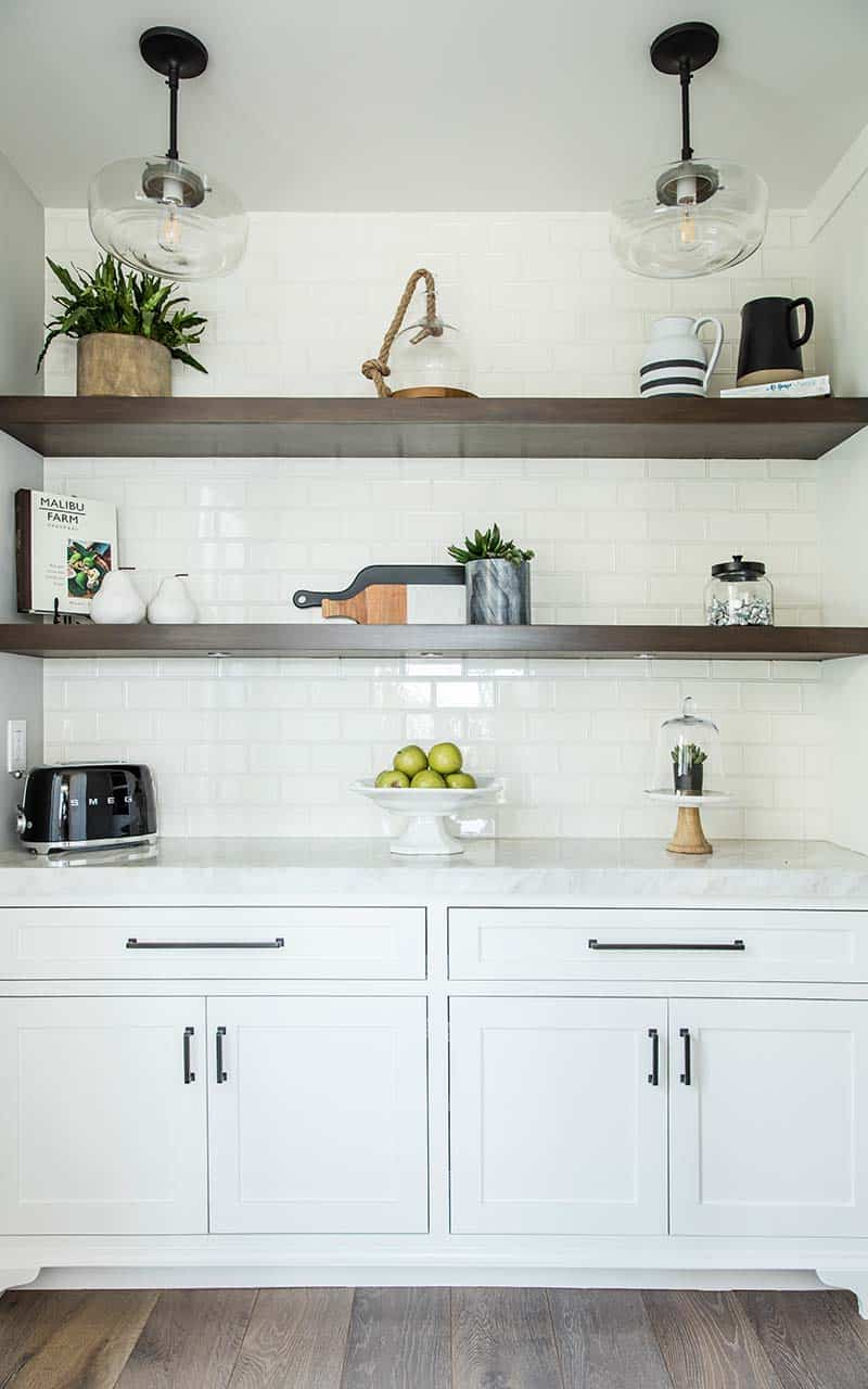 transitional-style-built-in-shelf