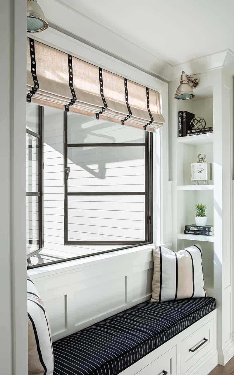 transitional-style-hall-window-seat