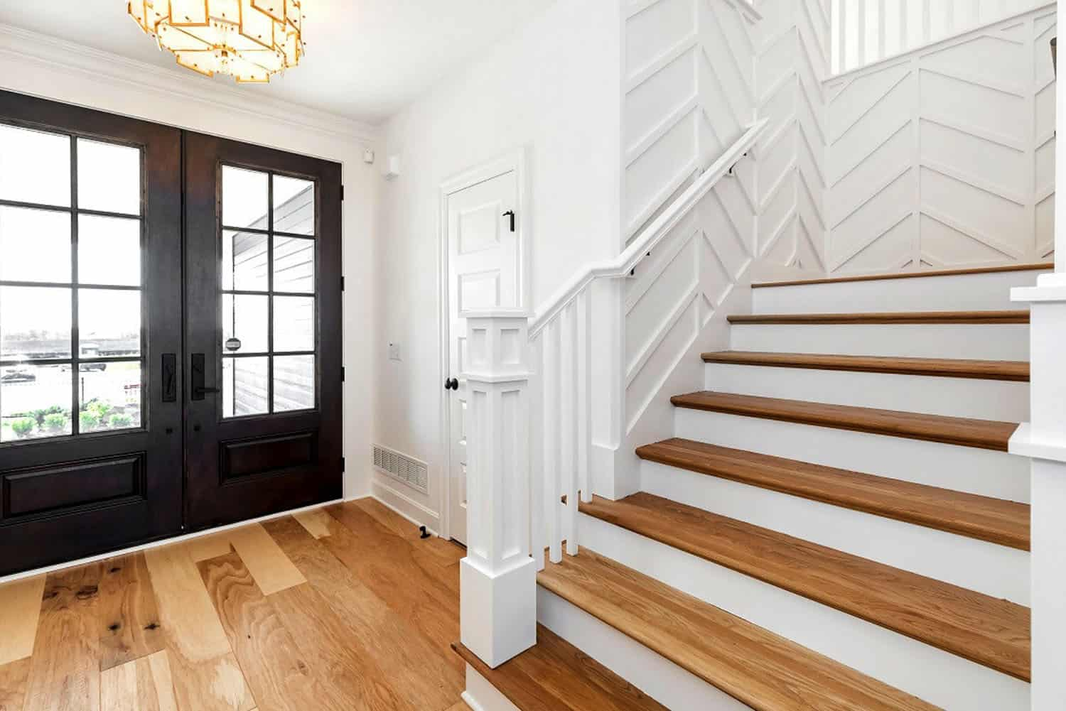 transitional-model-home-tour-entry-staircase