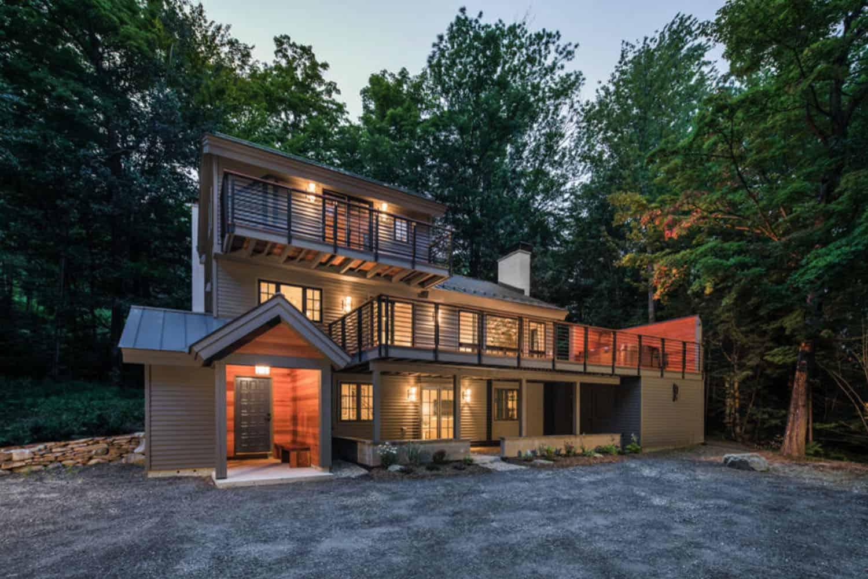 modern-ski-house-exterior-vermont