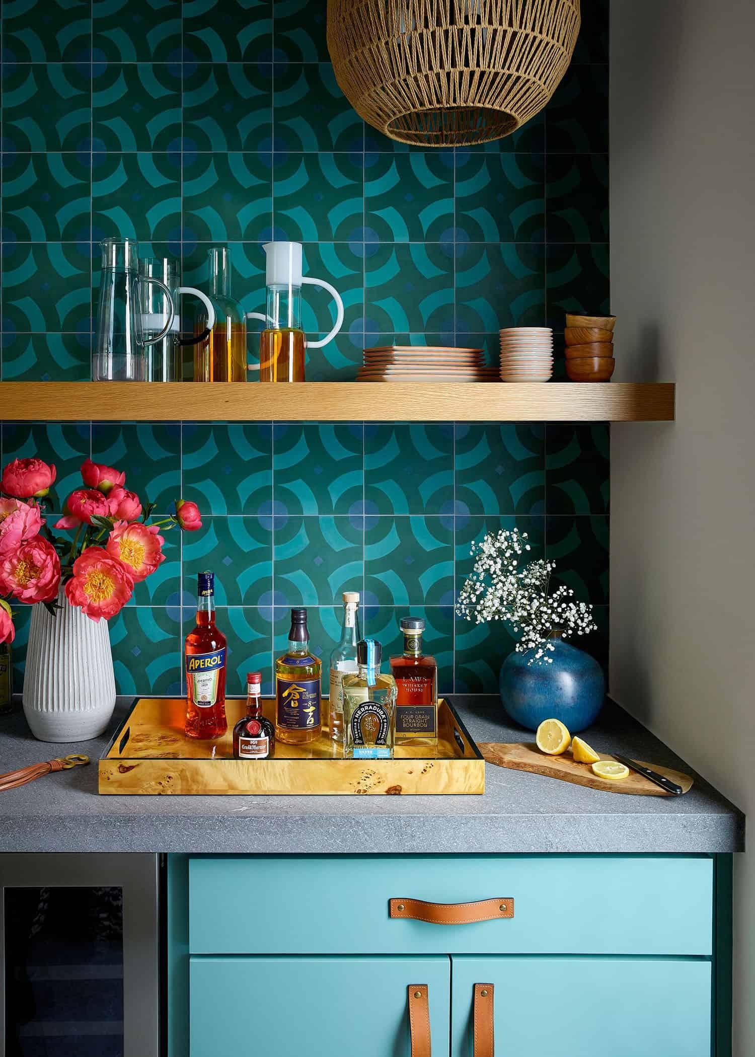 vibrant-dream-home-bar