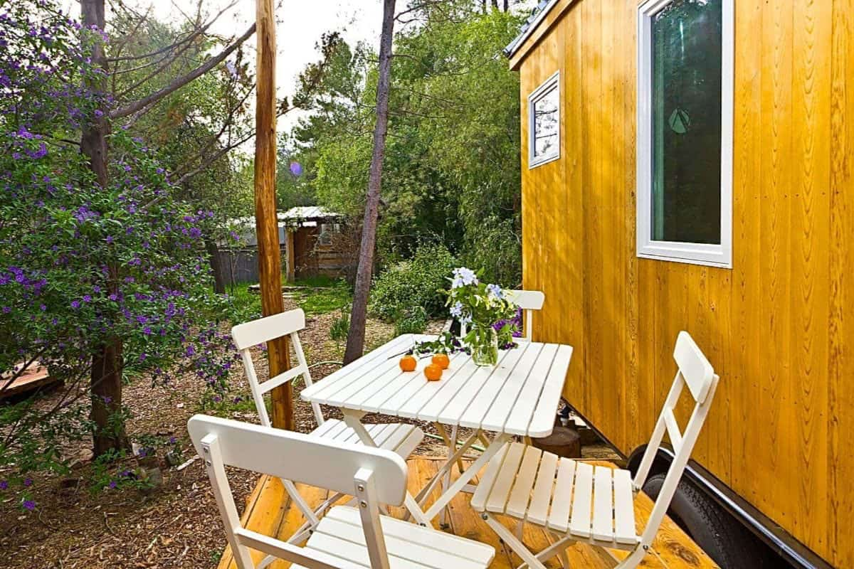 tiny-house-deck