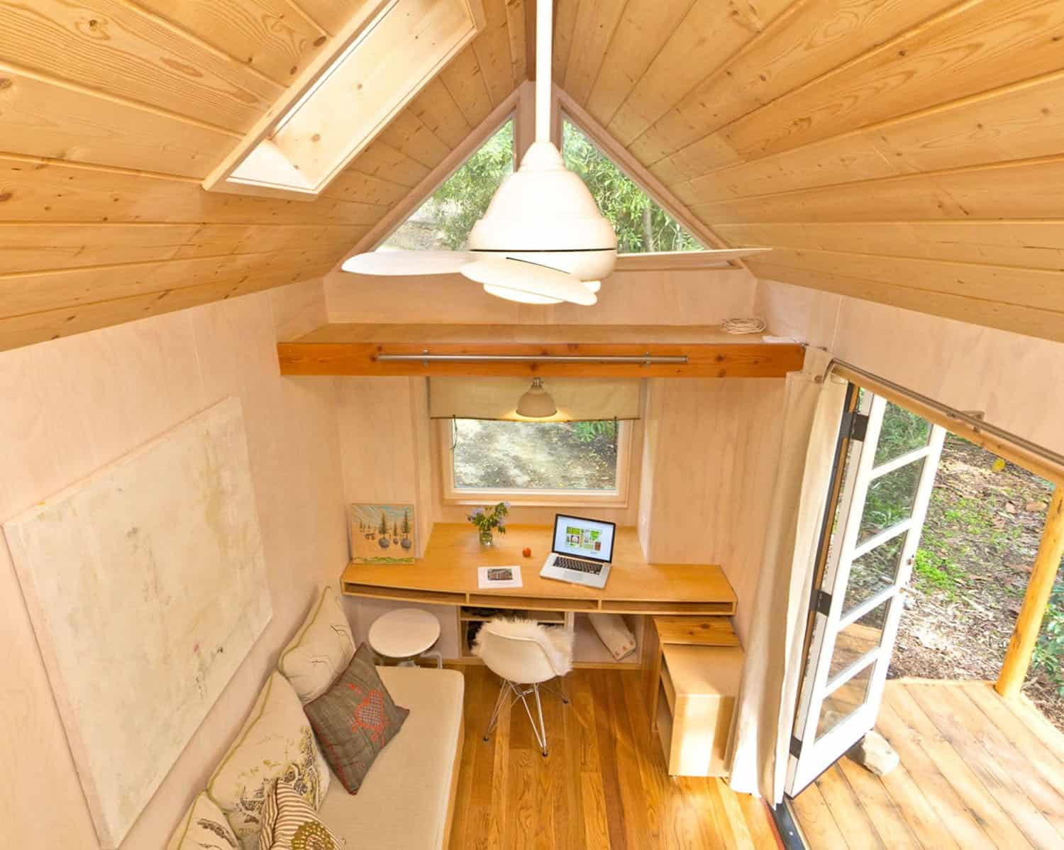 tiny-house-contemporary-home-office