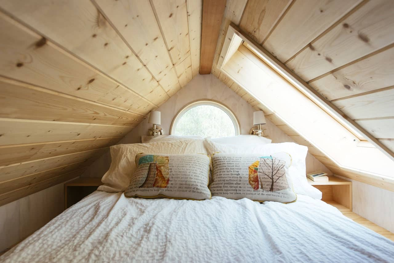 tiny-house-contemporary-bedroom