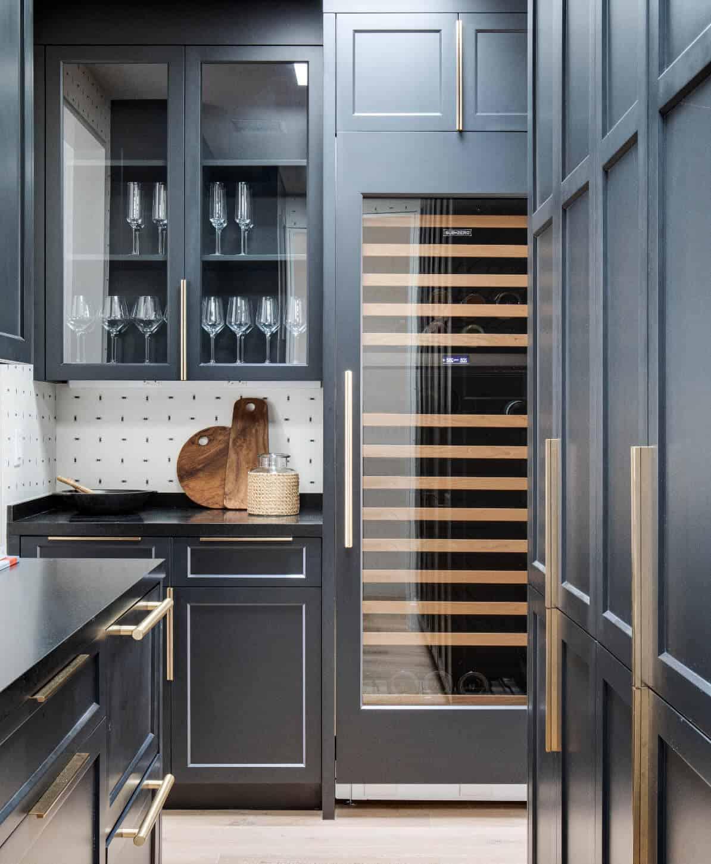 coastal-style-kitchen-pantry