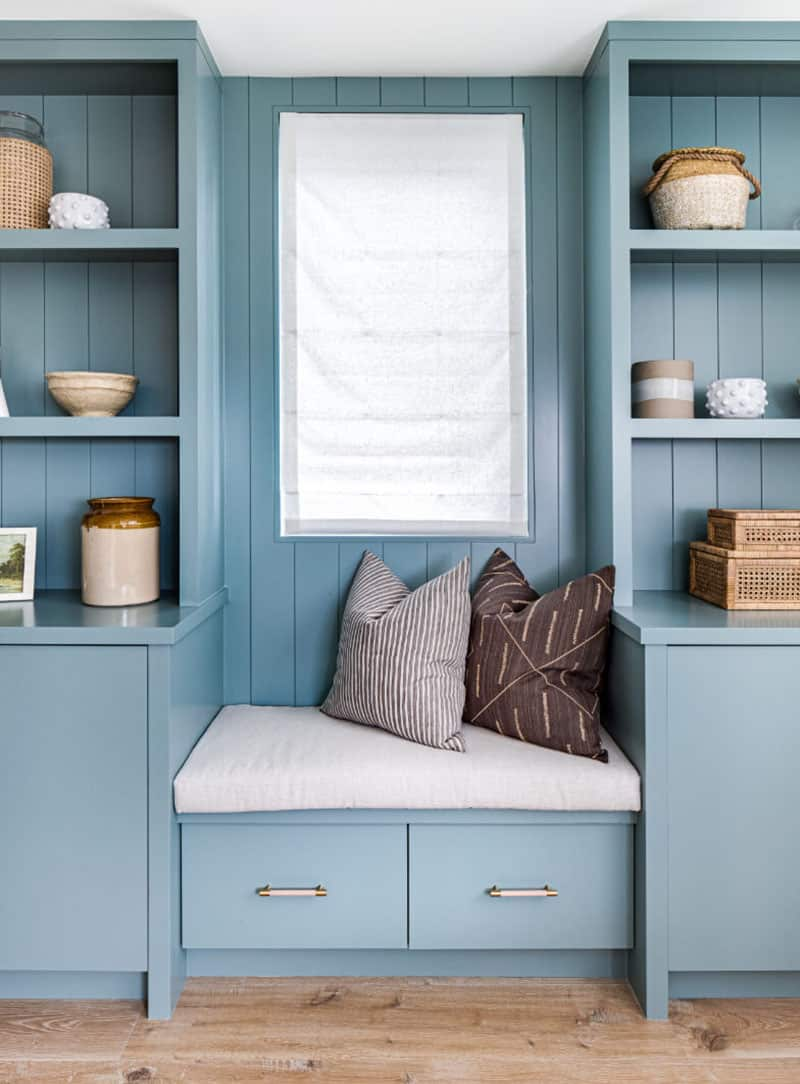 coastal-style-built-in-seat