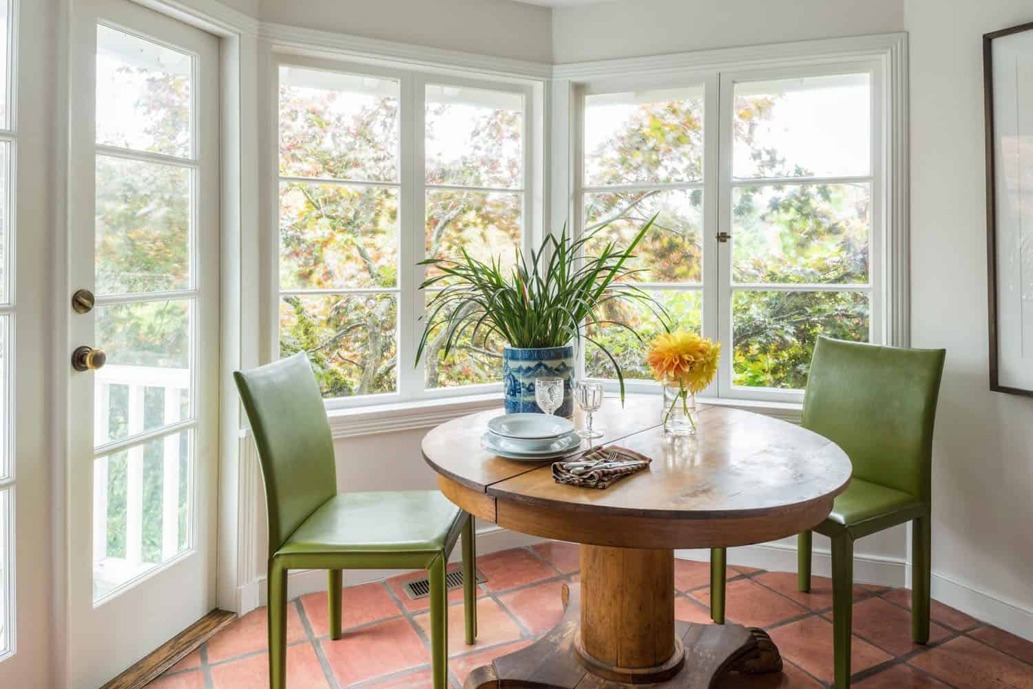 eclectic-breakfast-dining-nook