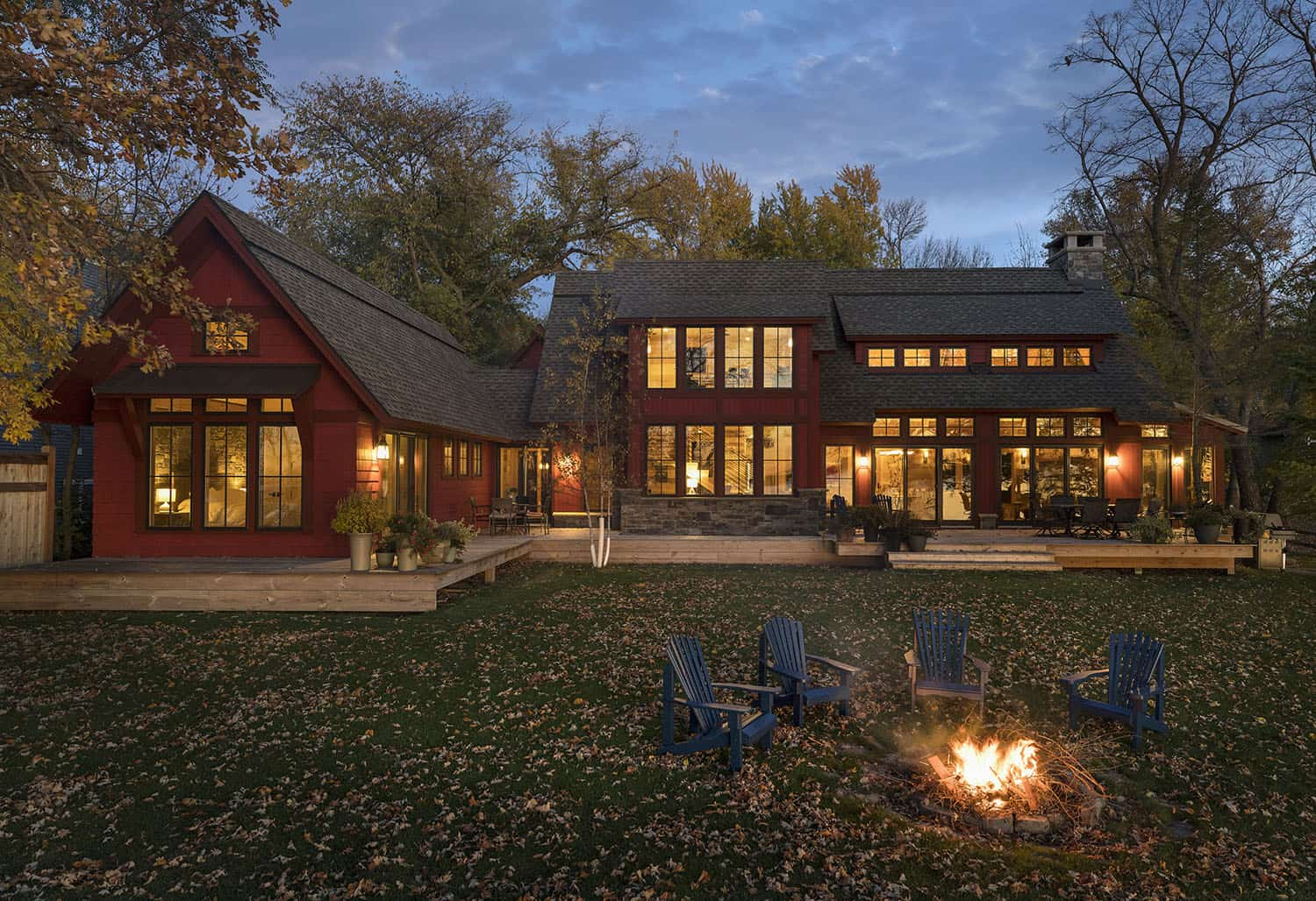 lake-cottage-contemporary-exterior