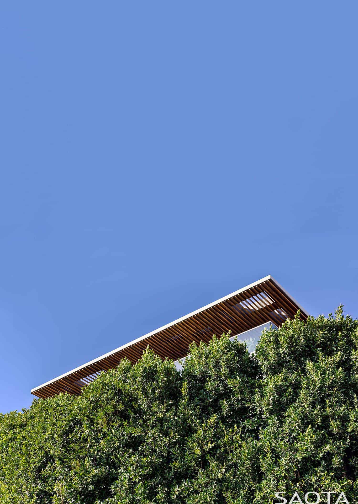 modern-luxury-hillside-home-exterior