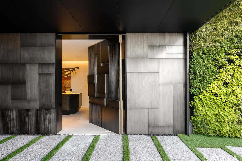 modern-luxury-hillside-home-entry