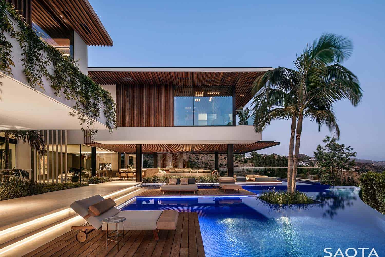 modern-luxury-hillside-home-swimming-pool