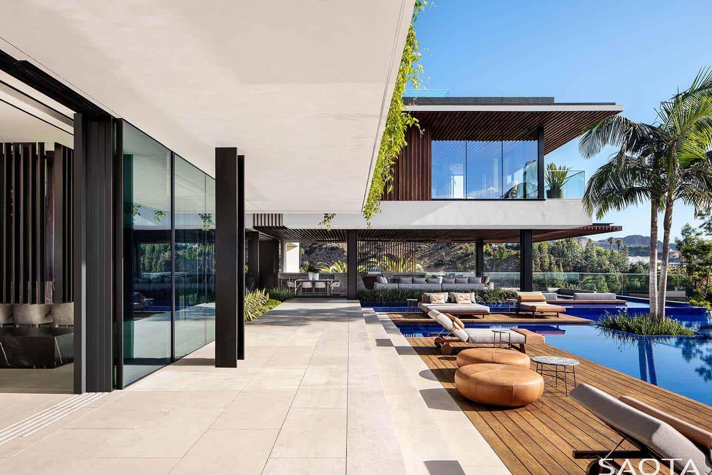 modern-luxury-hillside-home-deck