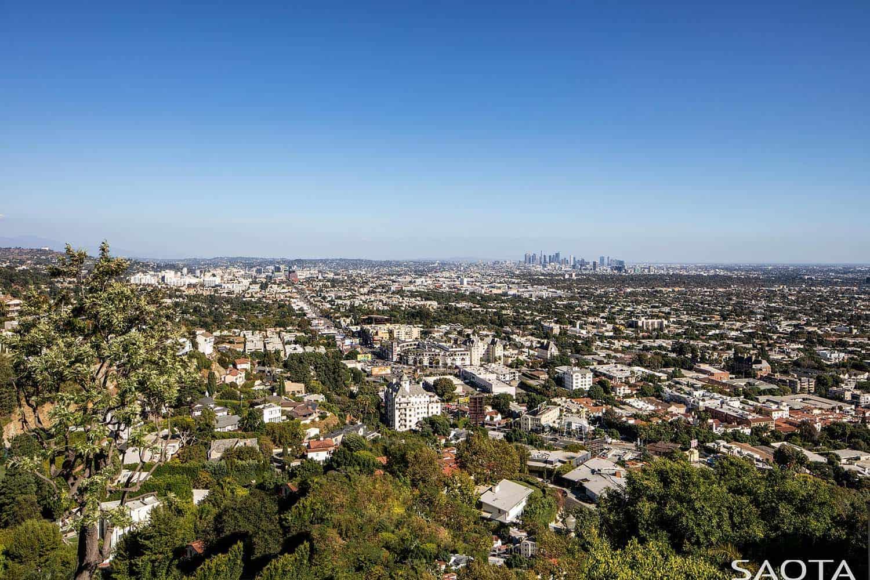 modern-hillside-home-landscape
