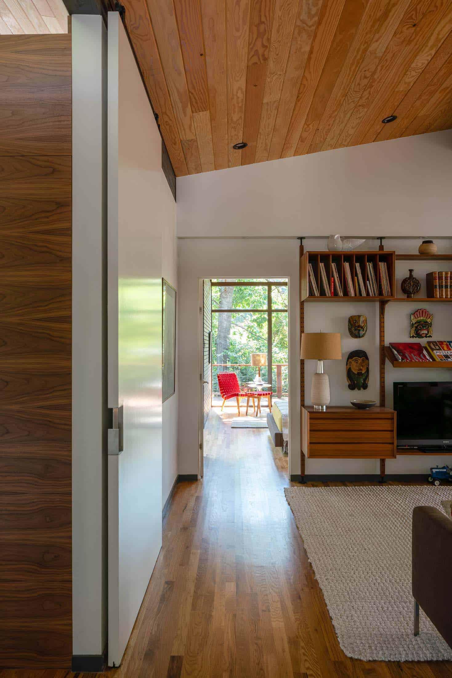 midcentury-family-room