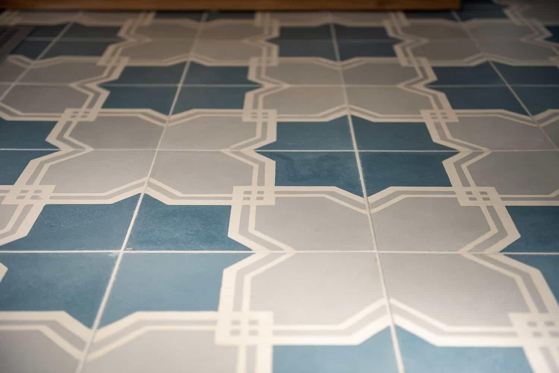 modern-farmhouse-powder-room-floor-tile-detail