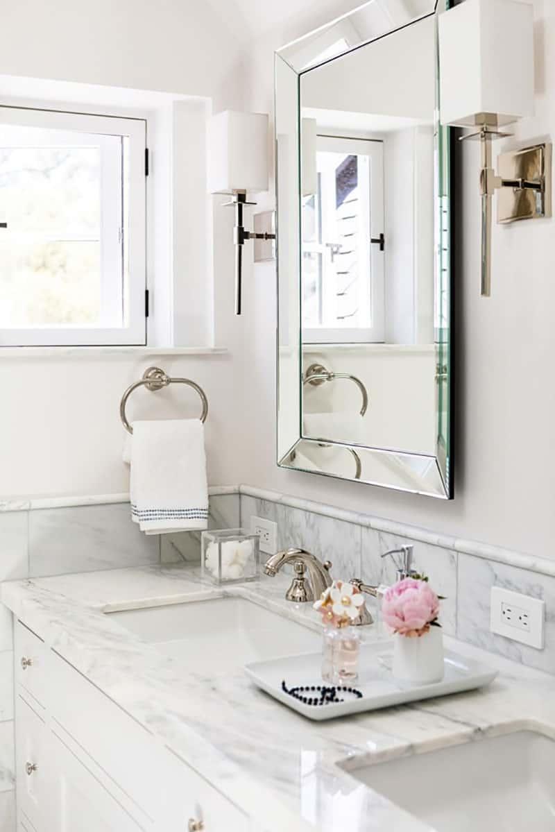 modern-farmhouse-bathroom