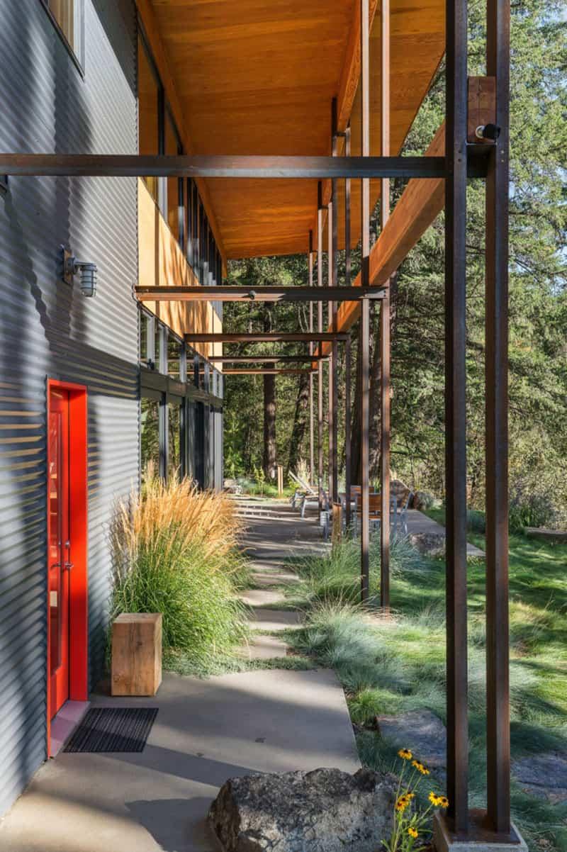 modern-rustic-mountain-cabin-exterior