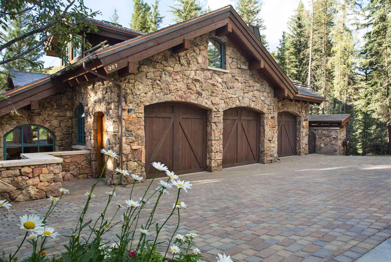 rustic-mountain-home-garage