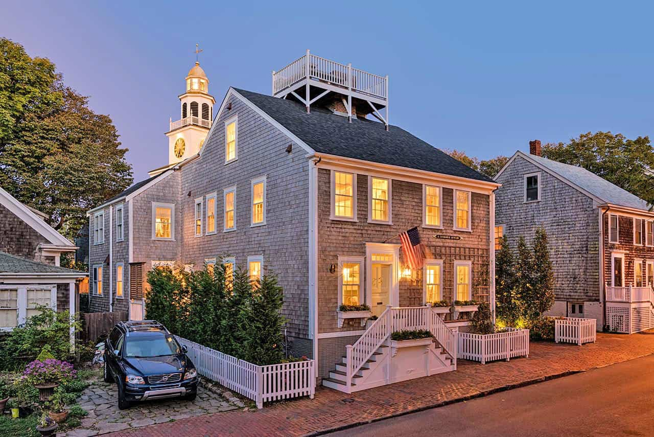 Quaint New England saltbox house with coastal charm on Nantucket Island