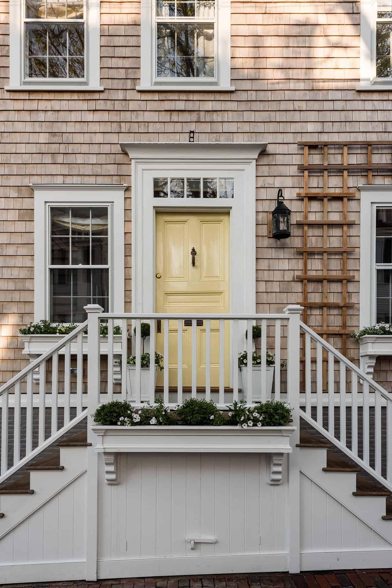 saltbox-house-entry