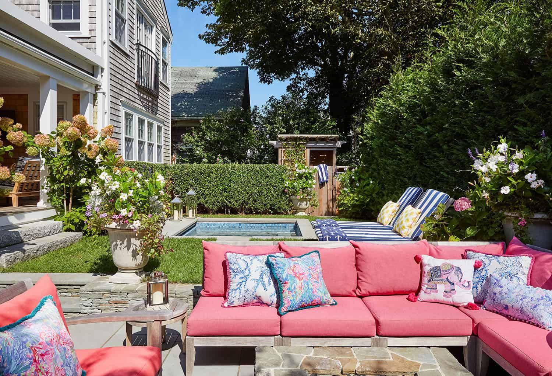 saltbox-house-patio