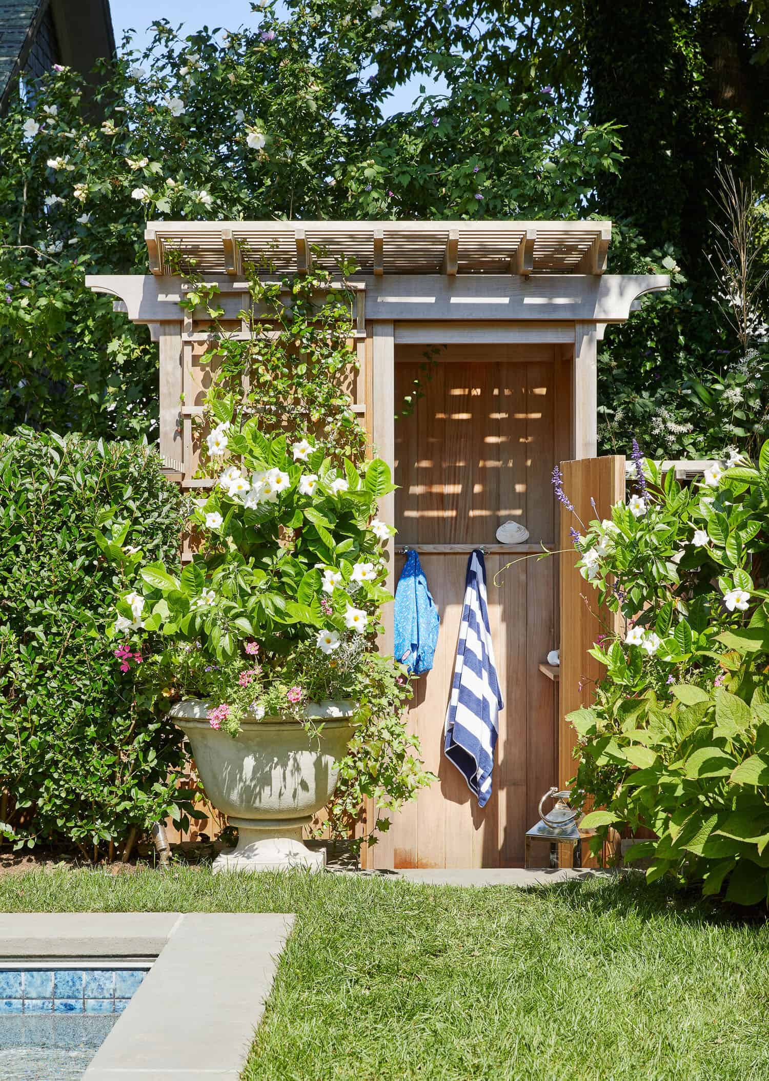 saltbox-house-pool-house