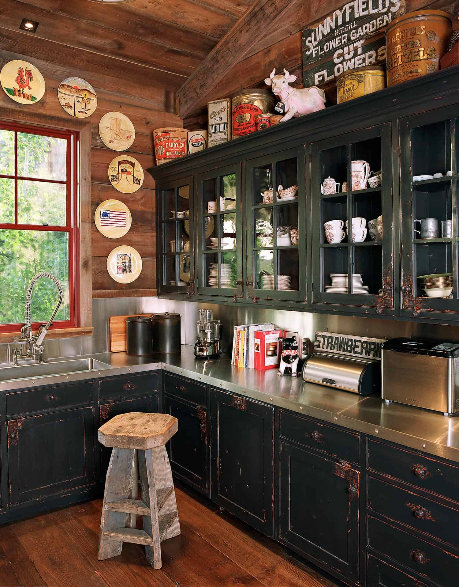 rustic-kitchen-pantry