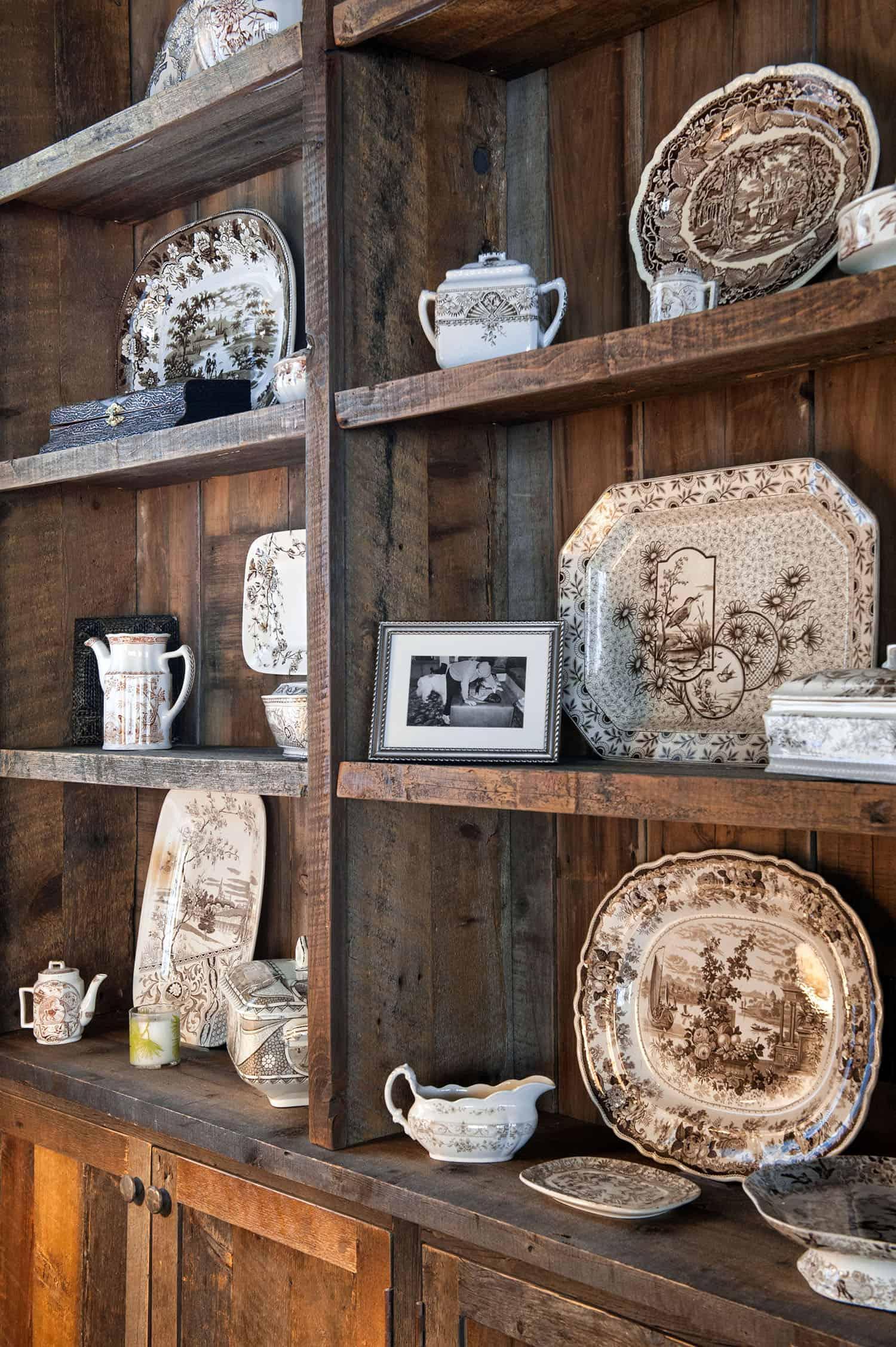 rustic-master-bedroom-china-wall