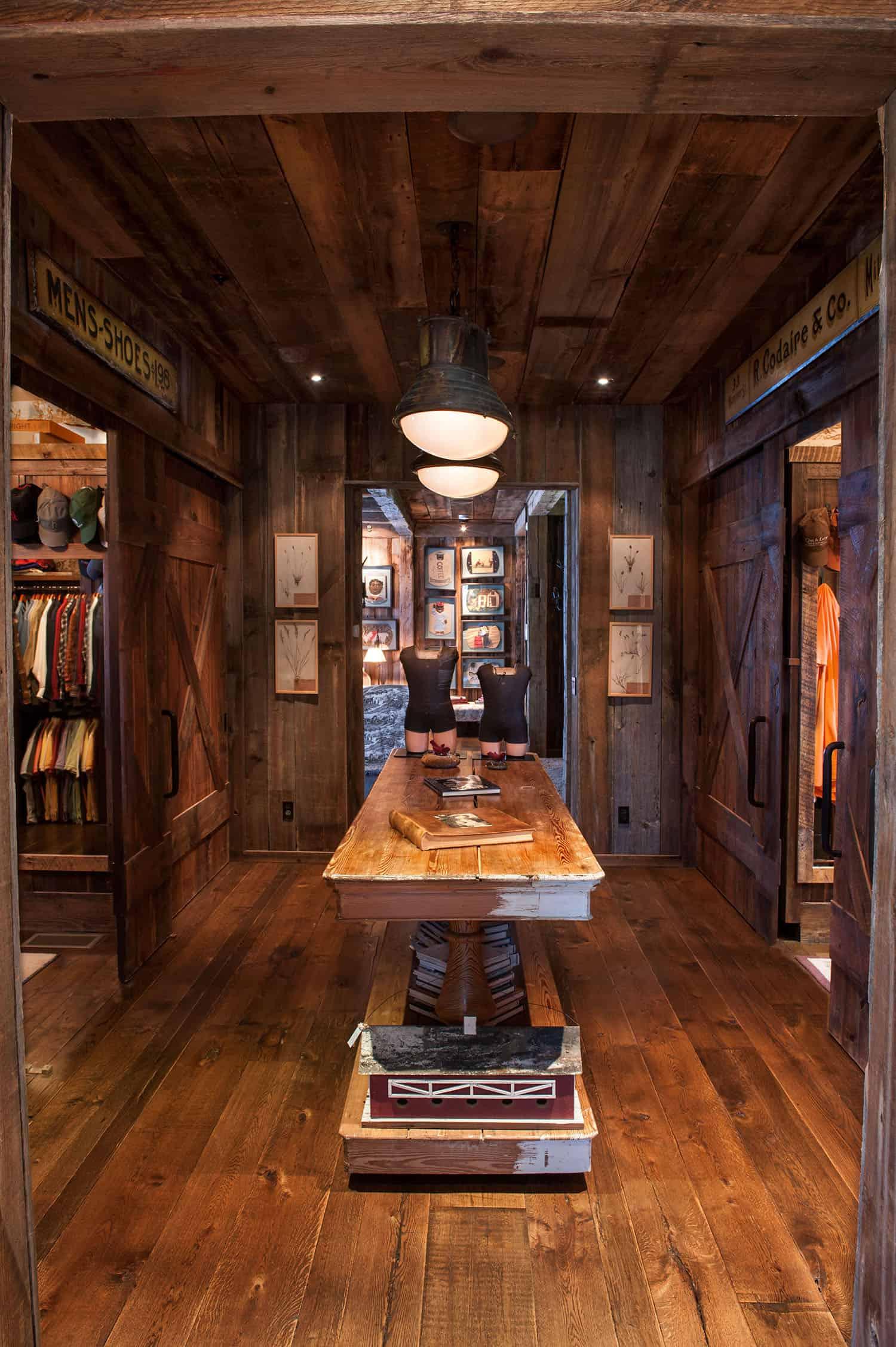 rustic-master-bedroom-closet