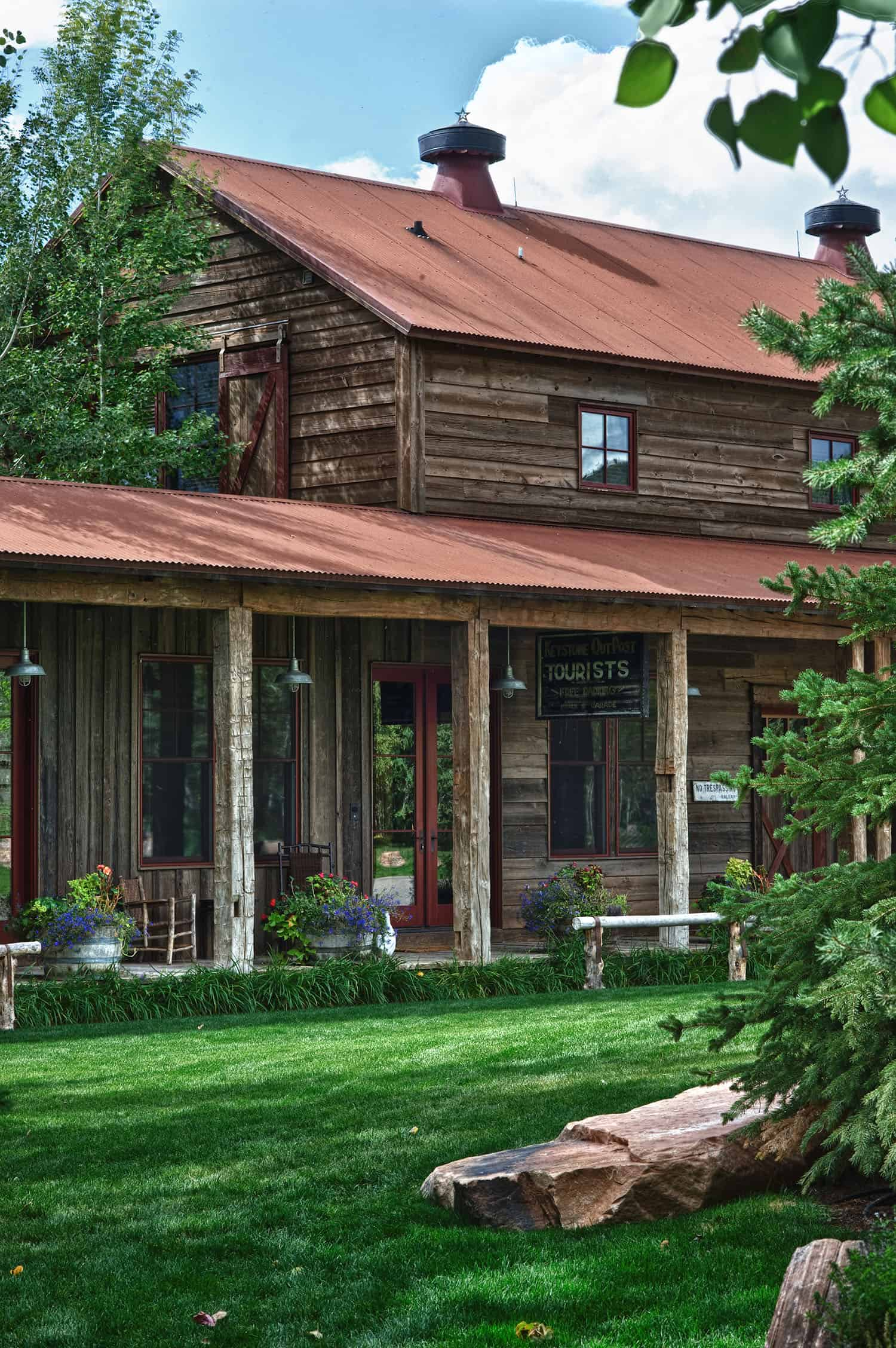 rustic-barn-house-porch
