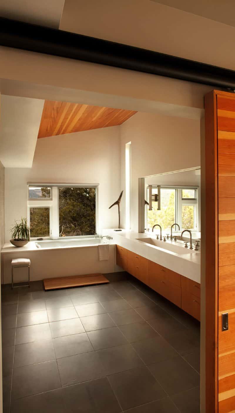 ranch-contemporary-bathroom