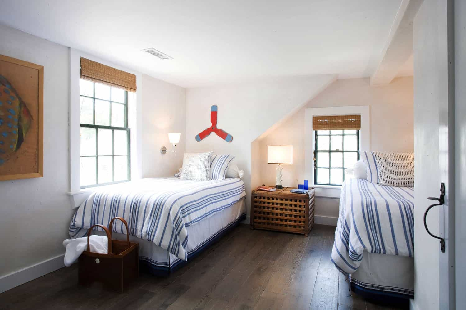 beach-style-timber-frame-house-bedroom
