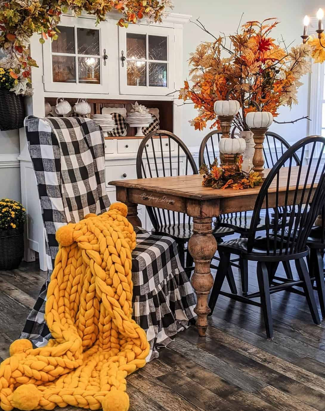 cozy-fall-decorating-ideas-dining-room