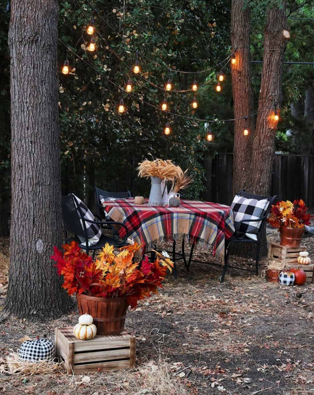 cozy-fall-decorating-ideas-outdoor-dining