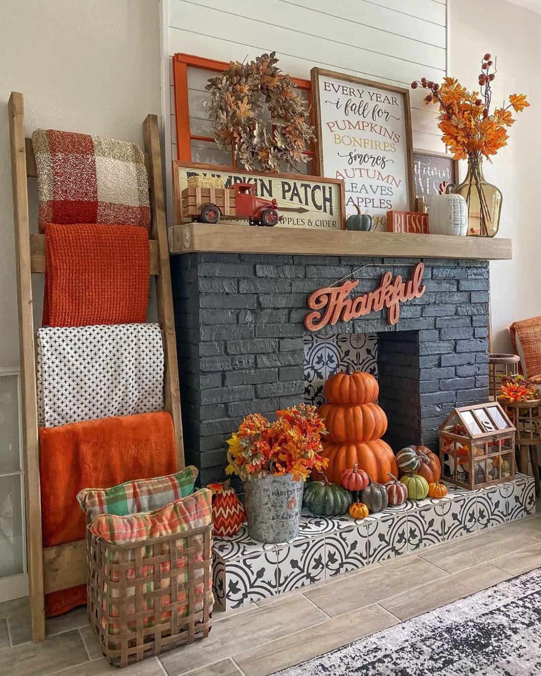 cozy-fall-decorating-ideas-fireplace