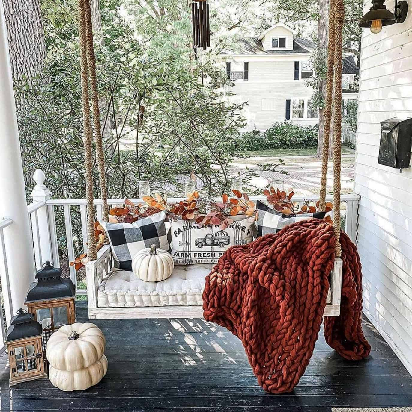 cozy-fall-decorating-ideas-porch