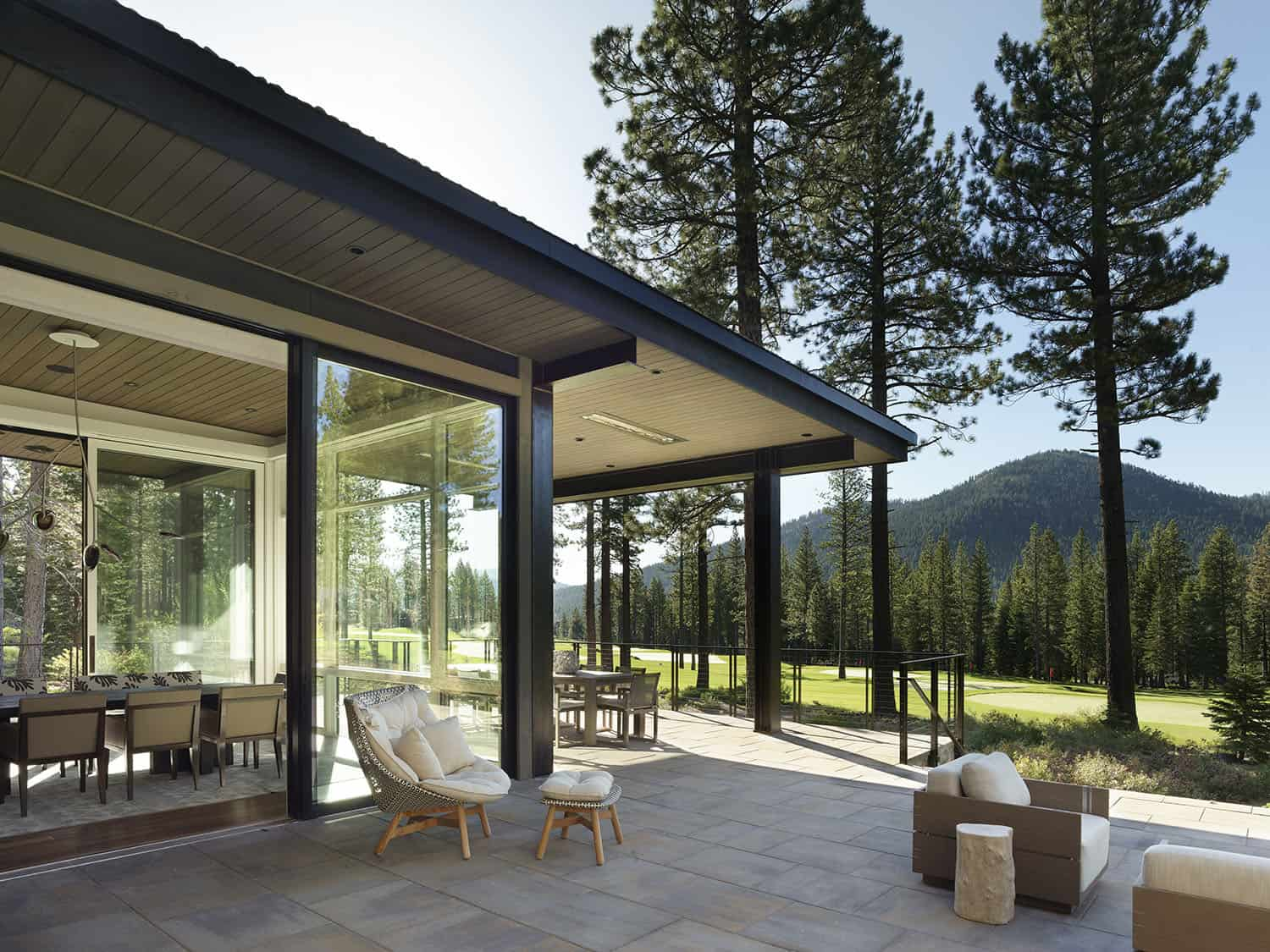 contemporary-mountain-home-patio