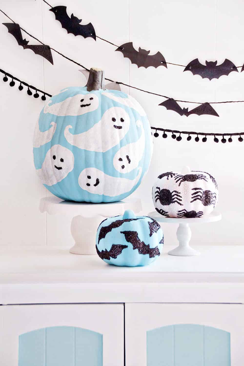 painted-pumpkins-with-glitter-spooky-ghosts-bats