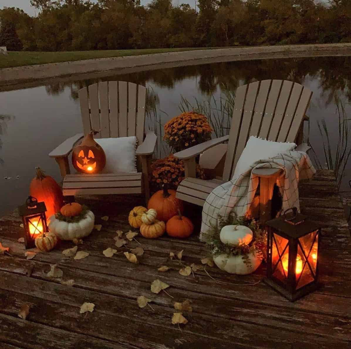 DIY-Ideas-For-Decorating-Your-Home-With-Pumpkins-outdoor-dock