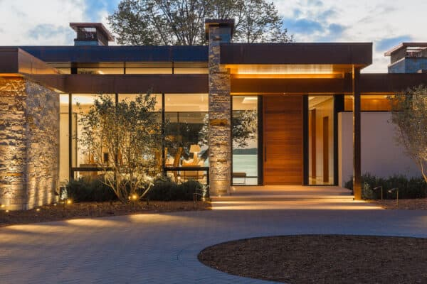 featured posts image for Modern yet inviting lake house captures picturesque views in Minnesota
