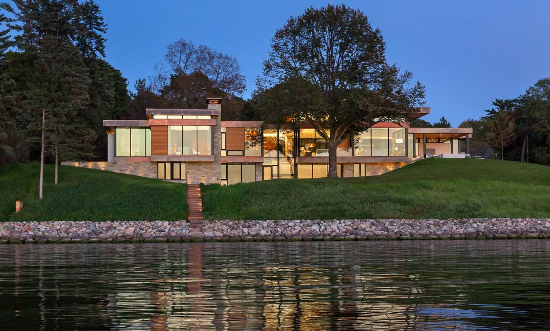 lakeside-home-exterior