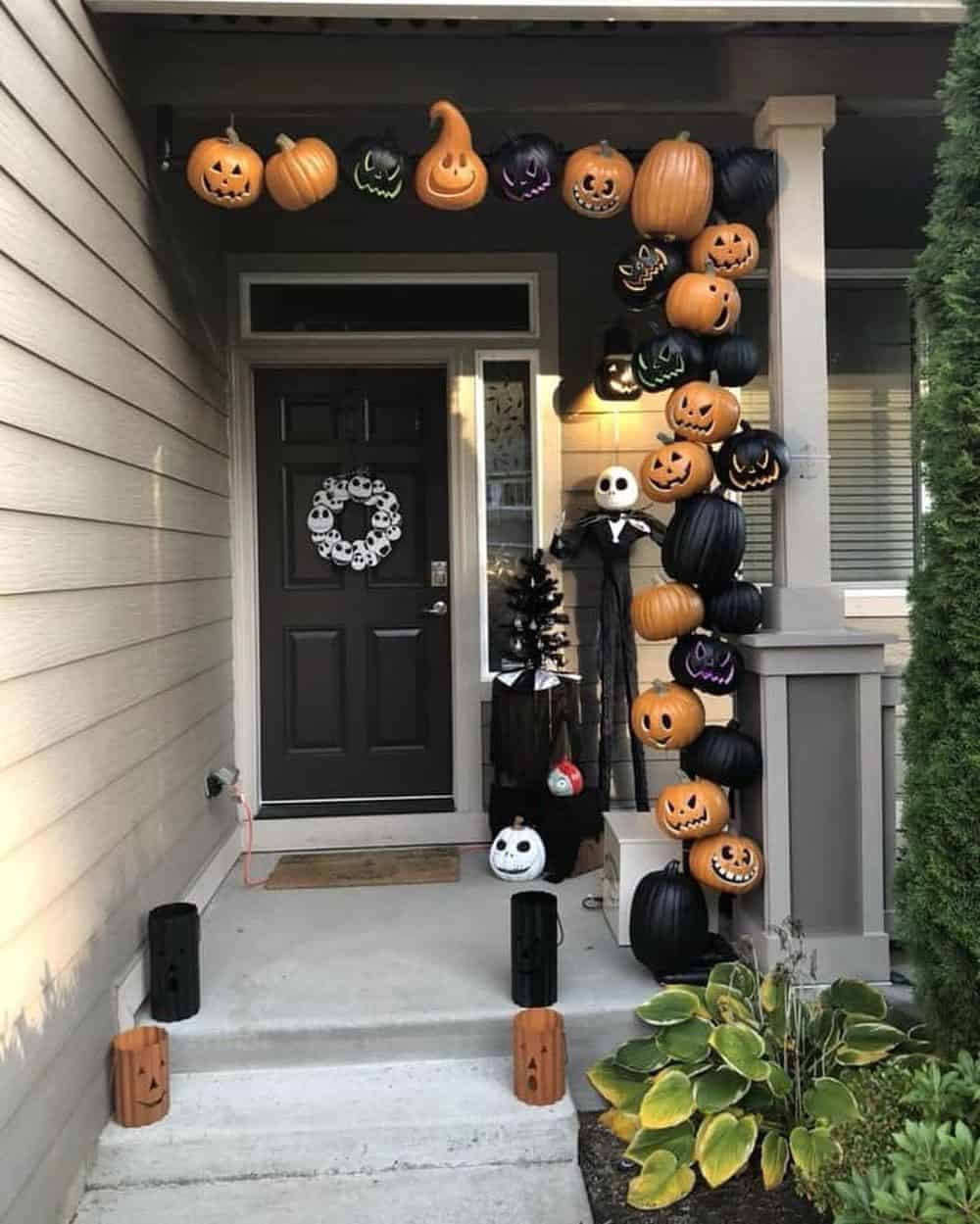 20+ Frightfully Fun Halloween Front Porch Decorating Ideas