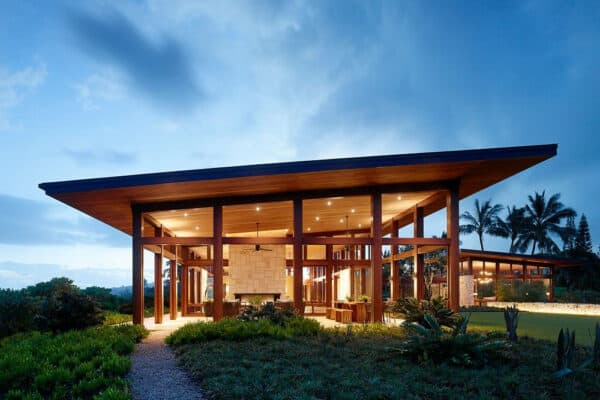 featured posts image for Entertaining pavilion perched on scenic bluff on the Hawaiian Islands