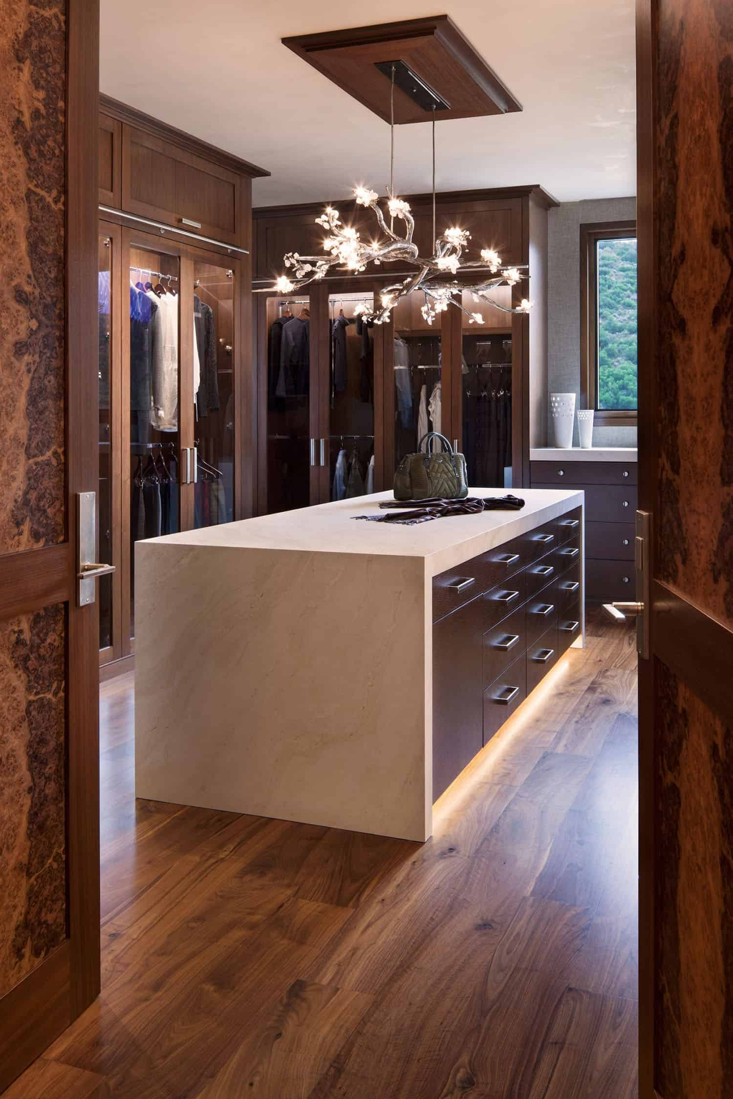 mountain-contemporary-closet