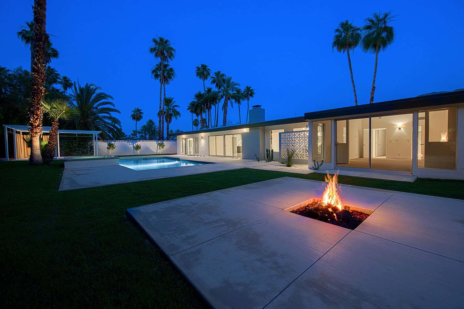 midcentury-modern-ranch-home-patio