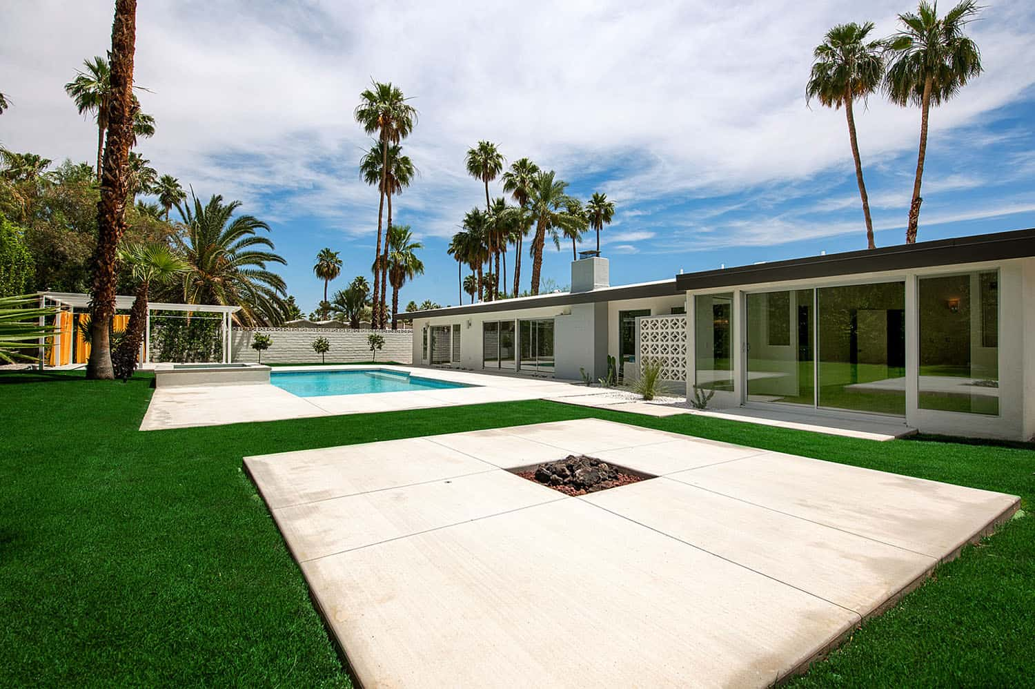 midcentury-modern-patio-pool